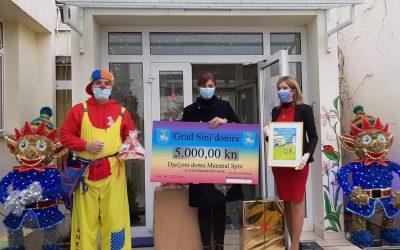 dalmatinskiportal.hr – Sinjska gradonačelnica Domu Maestral uručila vrijednu donaciju