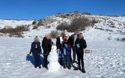 Iako ove godine nismo imali priliku ići na zimovanje, djeca su uživala u snježnim radostima u Dalmatinskoj zagori…